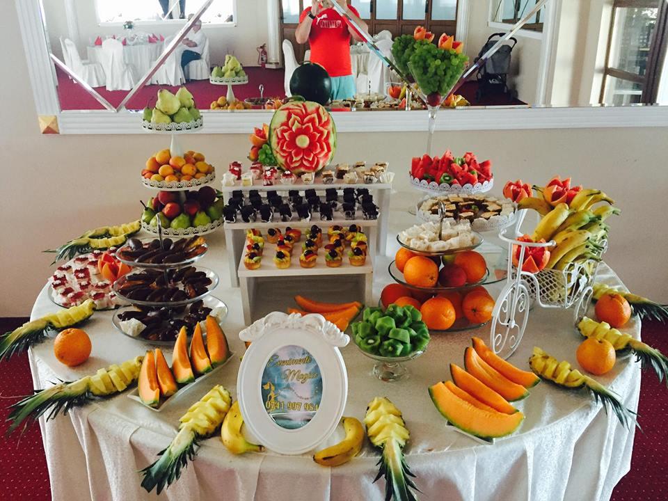 Masa cu fructe nunta si botez Craiova